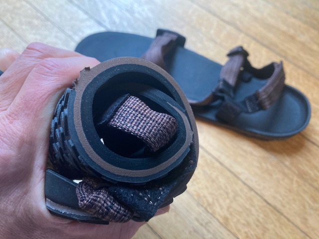xeroshoes z-trail - so flexible it can be rolled up
